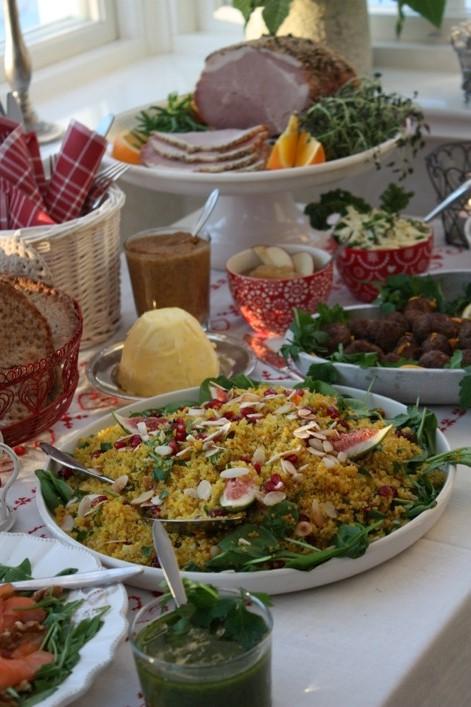 Saffransquinoa med russin, mandel och granatäpple